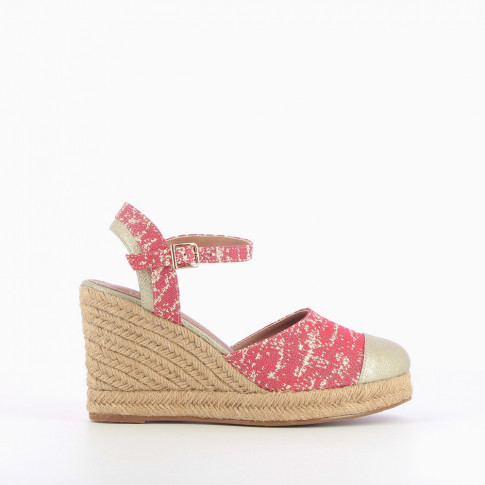 Red graphic print wedge sandals