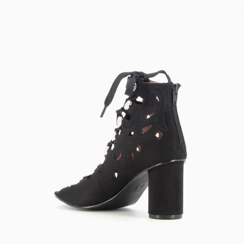 Black cut-out sandals with heel