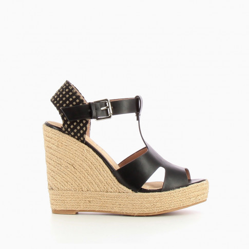 Black wedge with openworks