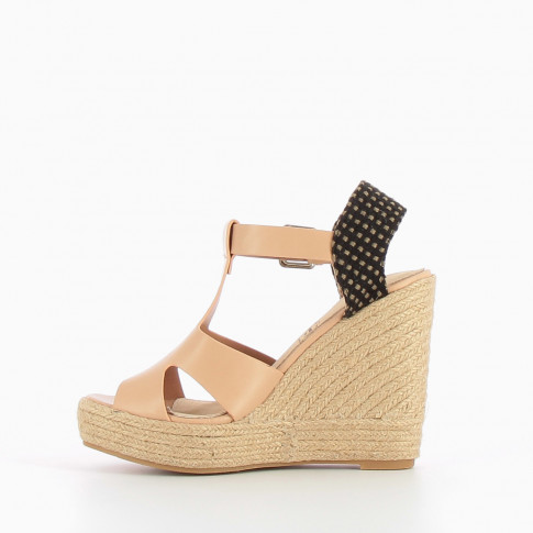 Nude wedge with openworks