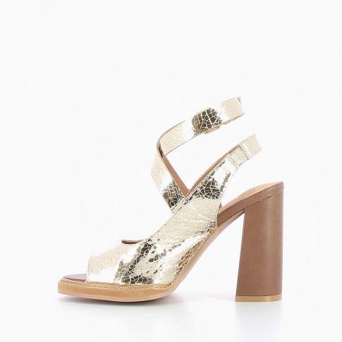 Golden sandals with crackle effect