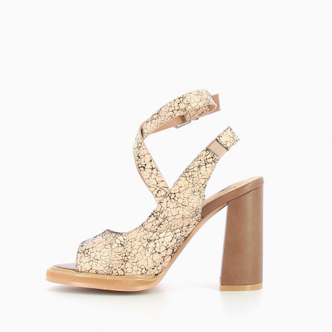Nude sandals with crackle effect