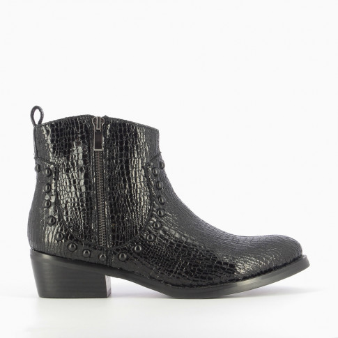 Black cowboy boots with crackled effect