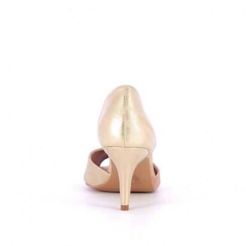 Nude peep-toe pumps with cutout