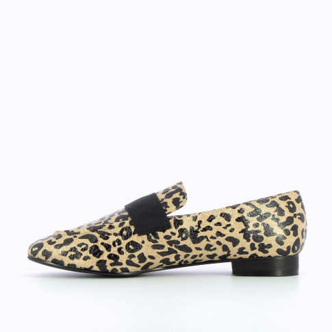 Beige leopard textured loafers