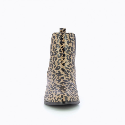 Leopard print chelsea boots with heel