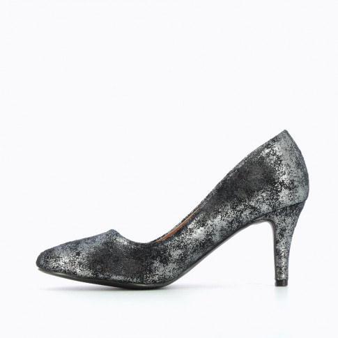 Black and silver pumps with round toe