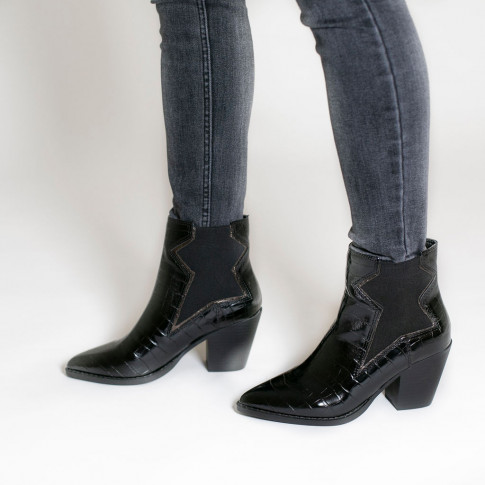 Black heeled ankle boots with star-shaped elastic