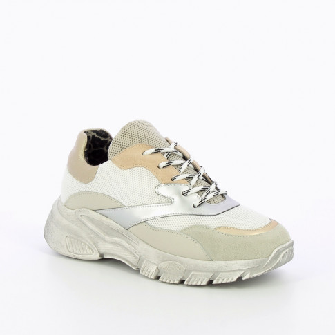 Sneakers in shades of beige with large sole
