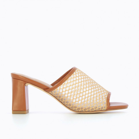 Mules with camel heel and net effect