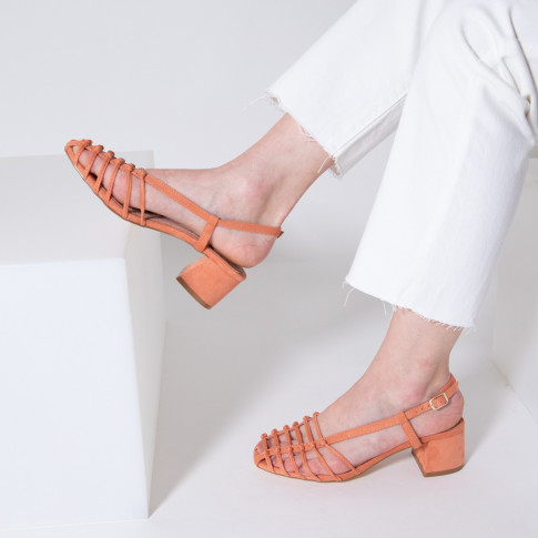 Salmon sandals with low heel and miniature bows