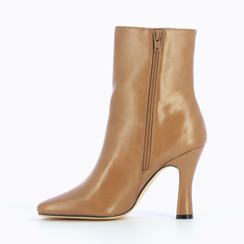 Camel elastic ankle boots with spool heel