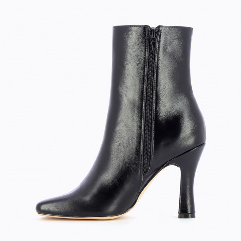 Black elastic ankle boots with spool heel