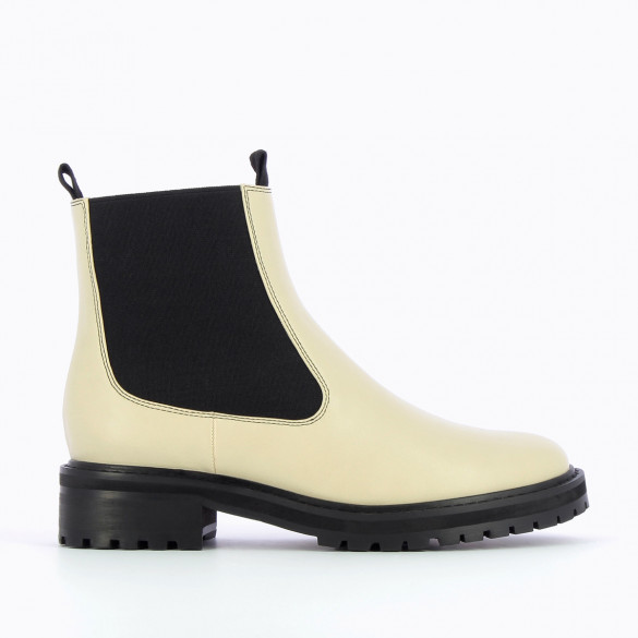 beige faux leather Chelsea boots with bblack elastic and large serrated sole woman Vanessa Wu