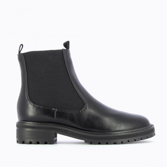 black Chelsea boots with large serrated sole woman Vanessa Wu in faux leather