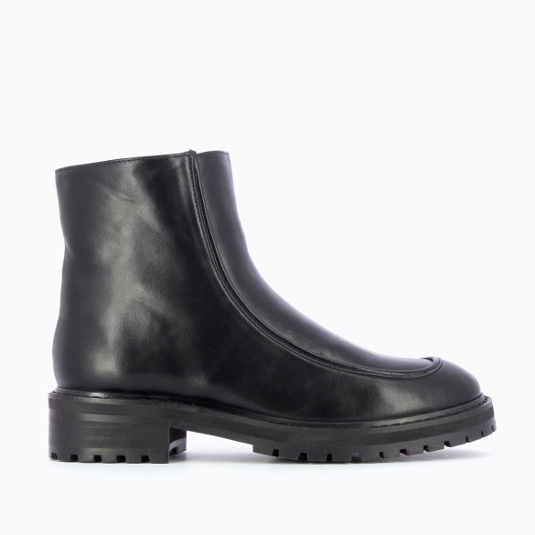 black ankle boots with large serrated sole woman Vanessa Wu in faux leather