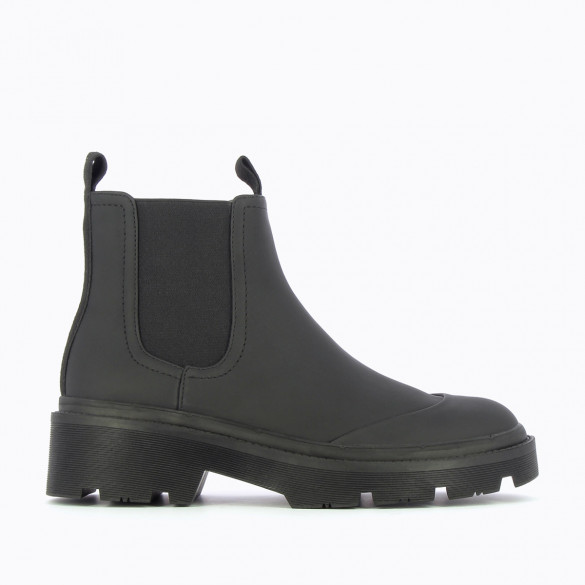 black Chelsea rain boots with large serrated sole woman Vanessa Wu