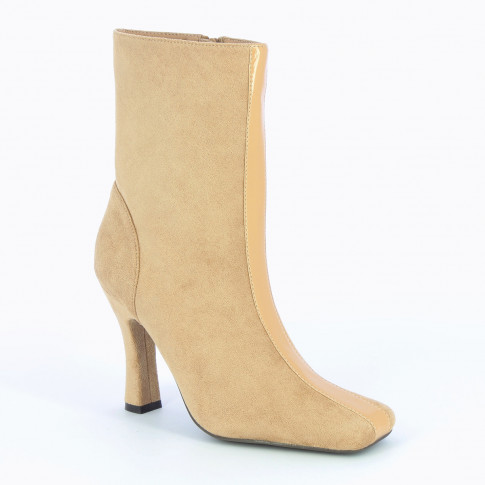 Beige ankle boots with heel and patent leather strip