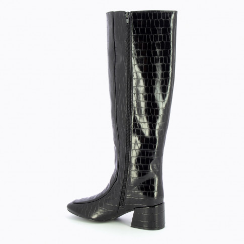 Black boots with shiny crocodile effect