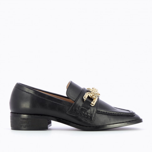 Black loafers with gold multilink chain