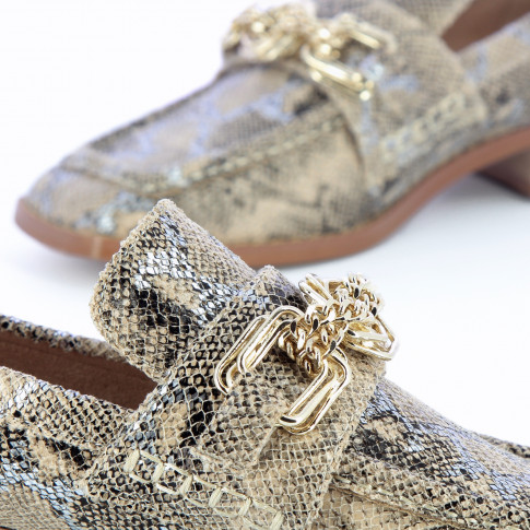 Snakeskin loafers with gold multilink chain