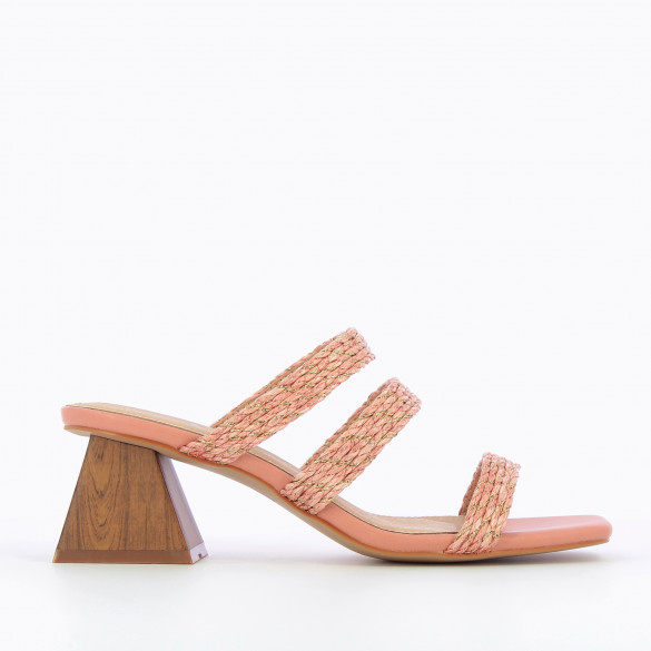 Light pink mules with woven straps with raffia effect and gold threads woman Vanessa Wu pyramid heel