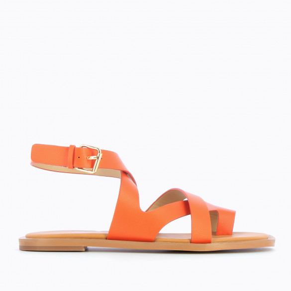 Bright orange flat sandals casual with crossed straps and toe loop woman Vanessa Wu