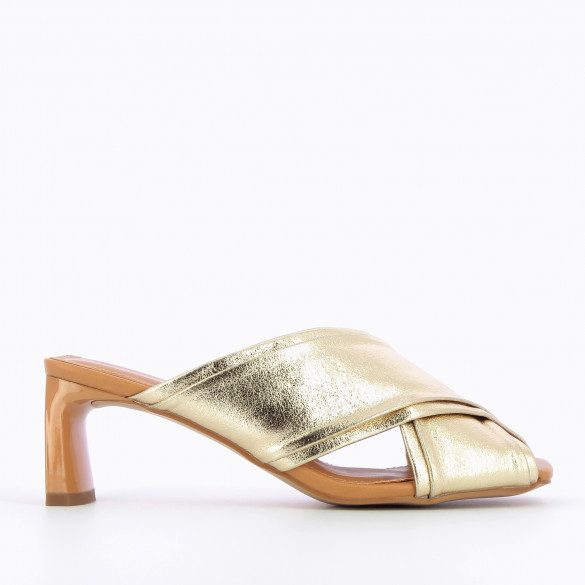 Gold mules with crossed straps textured effect rectangular heel camel patent woman Vanessa Wu