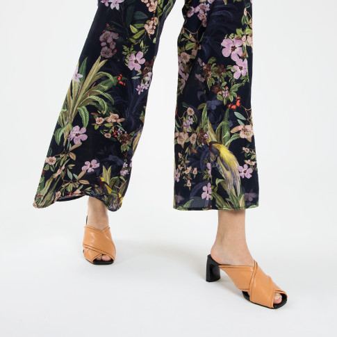 Camel mules with double upper