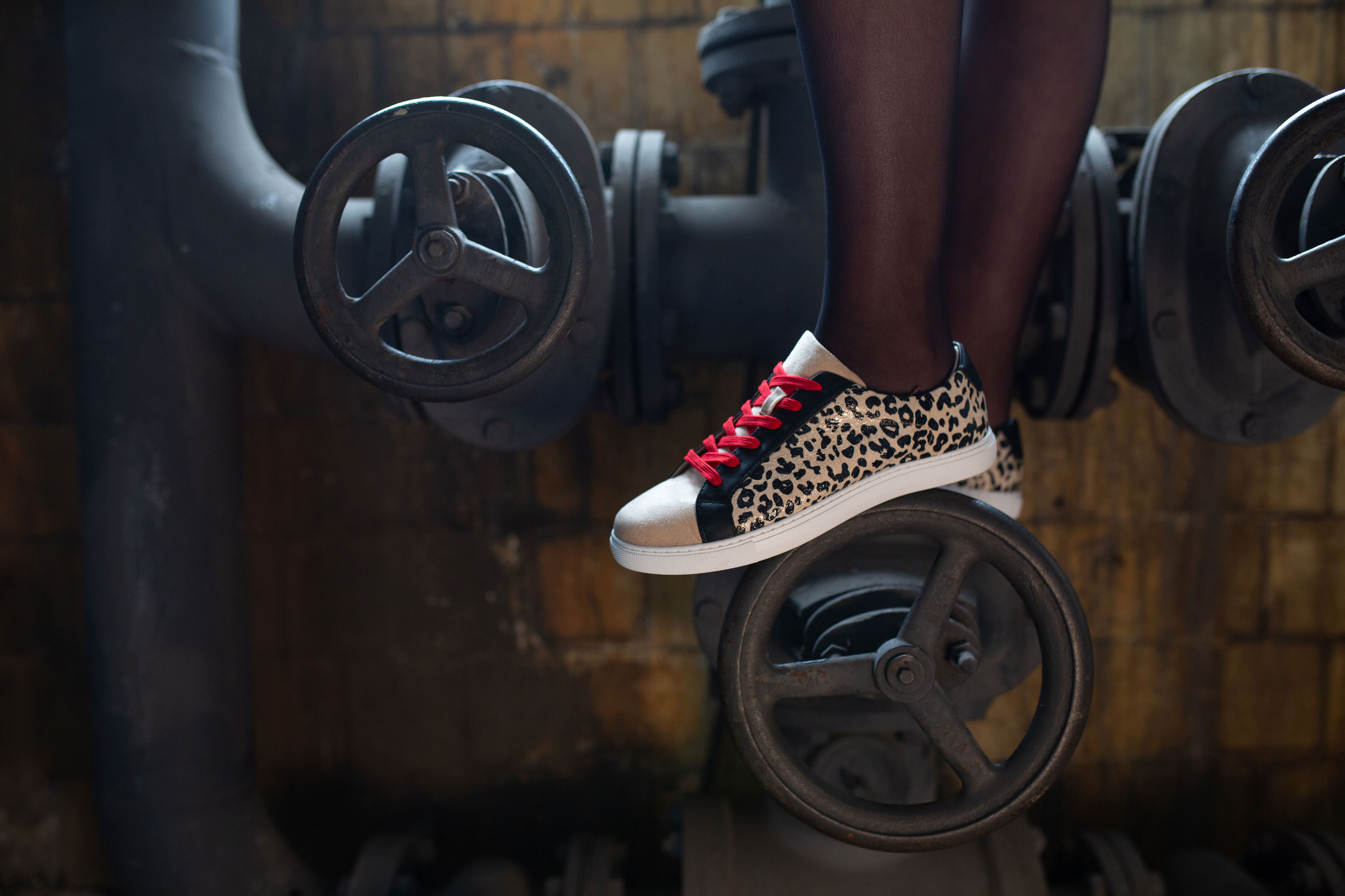 Vanessa-Wu-chaussures-leopard-sneakers-baskets